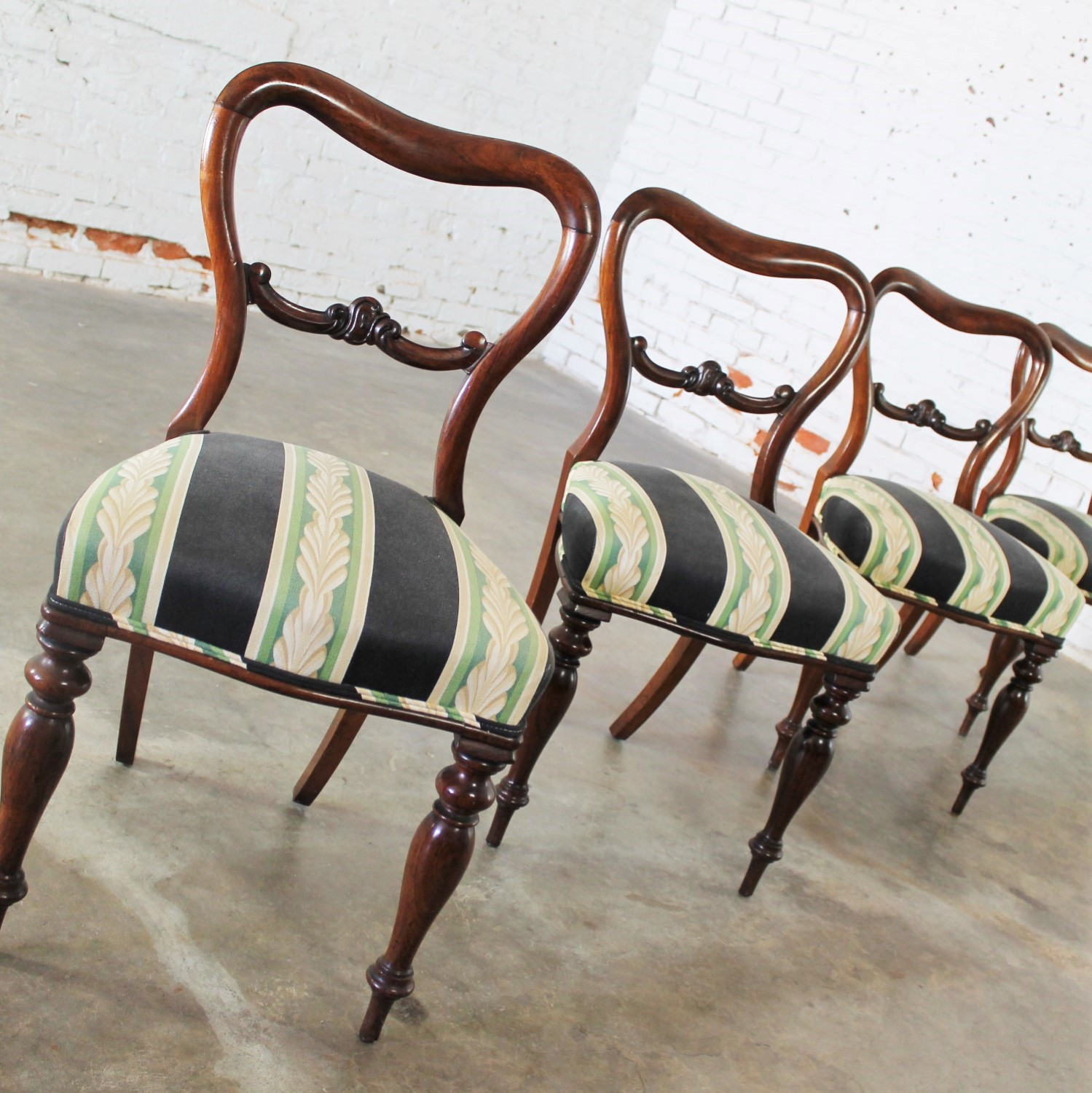 Set of 4 Antique Victorian Dining Chairs in the manner of Gillows - Set Of 4 Antique Victorian Rosewood Dining Chairs In The Manner Of